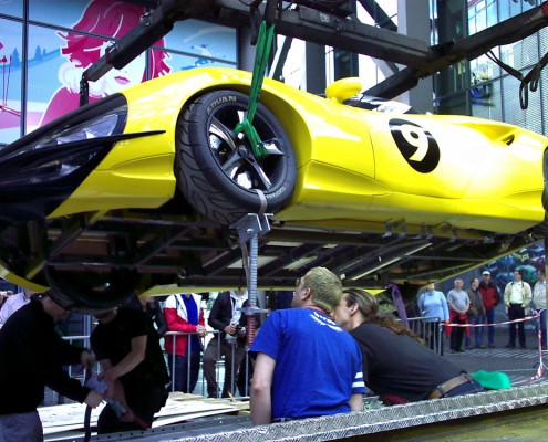 Transport Rennwagen ins Filmhaus im Sony Center
